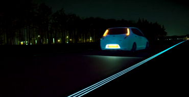 [VIDEO] Glowing Nissan LEAF Drives on Holland's Glowing Highway
