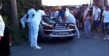 [VIDEO] Man Crashes Porsche 918 Spyder In Saint-Tropez After Showing Off For Friends