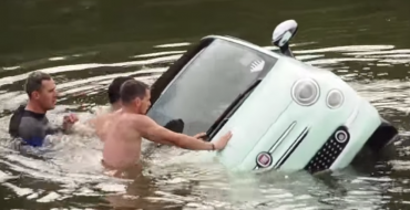 [VIDEO] Facelifted Fiat 500 Boat Nearly Drowns In Lithuanian River