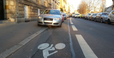 French Pedestrians Use Stickers to Say What We Are All Thinking