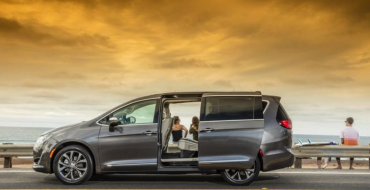 "2017 Chrysler Pacifica Named ""Best Minivan of 2016"" by Cars.com"