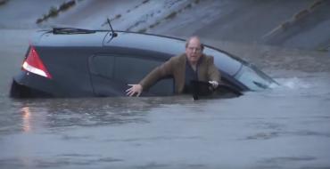Man Drives Ironically Named Honda Insight Right Into a Flood