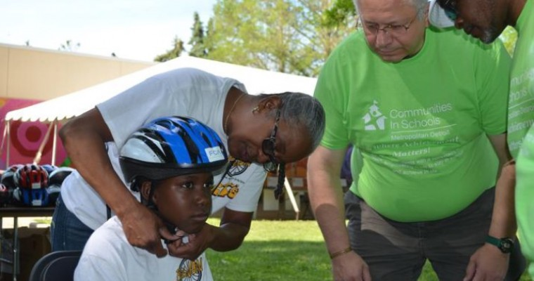 Fiat Chrysler Promotes Education by Providing Bikes, Books to 350 Detroit Students