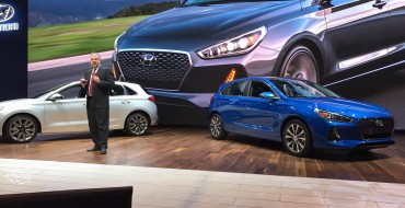 Extra! Extra! Hyundai Lights Up Chicago with Hot 2018 Elantra GT Hatchback [PHOTOS]