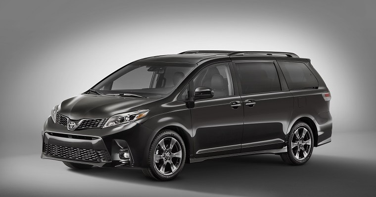 [PHOTOS] Toyota Sienna Heads to New York With a Fresh Face