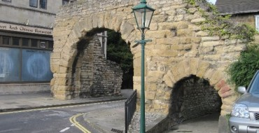 Dear Lorry Drivers: Stay Away from the Newport Arch