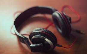 Massachusetts Reminds Drivers To Remove Headphones