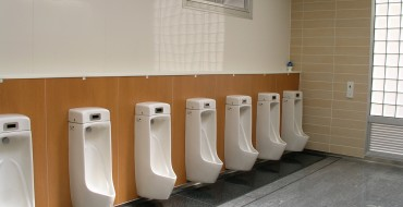 7 Ways to Stay Clean at Gross Highway Rest Stops