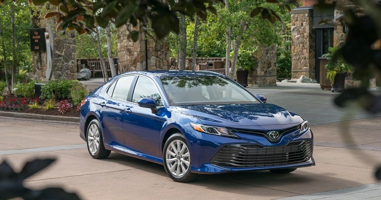 Toyota Offers Apple CarPlay & Amazon Alexa Retrofits on 2018 Camry & Sienna