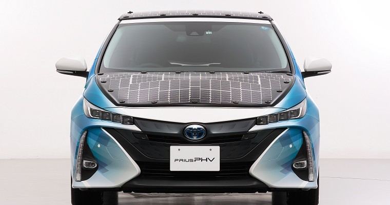 Toyota's New Solar Roof Could Add 28 Miles of Range to Prius Plug-In