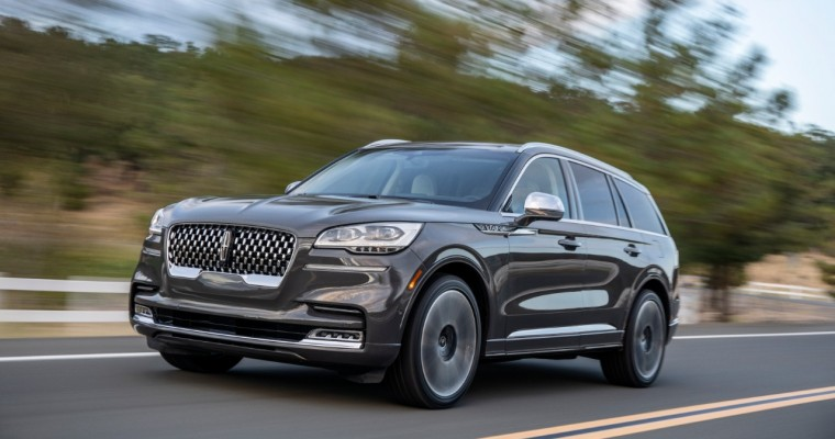 Lincoln Shows Off Aviator at Third No Name Art Fair in Mexico City