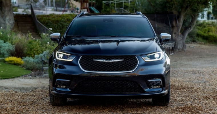 Hispanic Motor Press Honors Chrysler, Dodge, and Ram for 2021