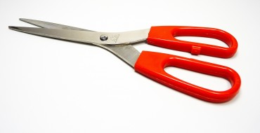 6 Reasons to Keep Scissors in the Car