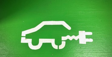 EV Tax Credit Bill Faces Opposition from Tesla, Toyota, and Republicans