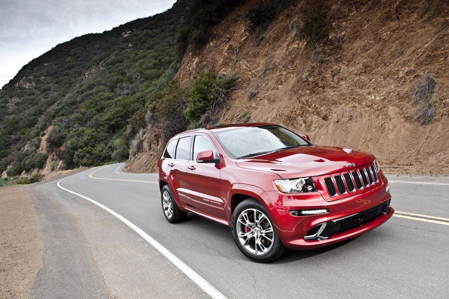 Jeep Grand Cherokee SRT get race track experience