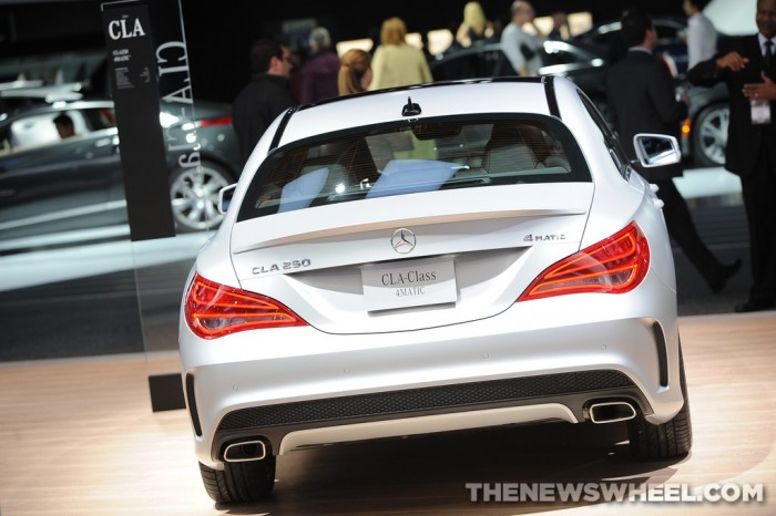 Mercedes-Benz NAIAS Display: CLA-Class 4MATIC