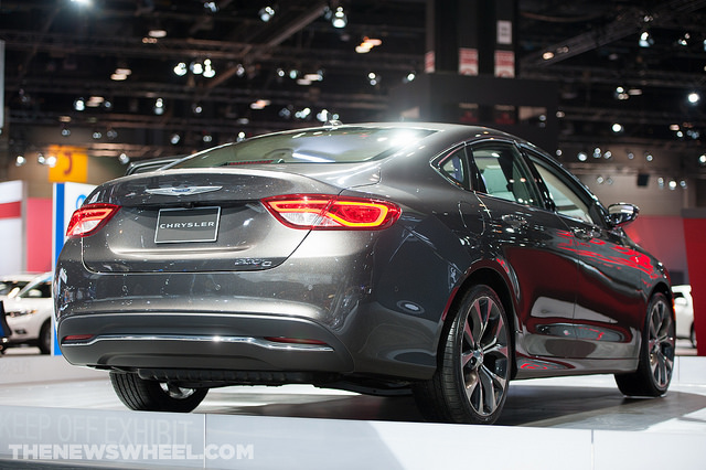 2015 Chrysler 200 Fuel Economy Rated at 36 MPG Highway
