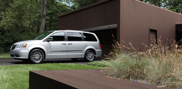2013 Chrysler Town and Country Overview