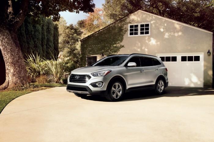 2013-Hyundai-Santa-Fe-overview