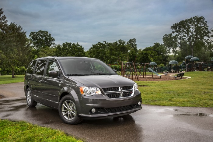 Chrysler Group Vehicles earn Edmunds awards - Grand Caravan