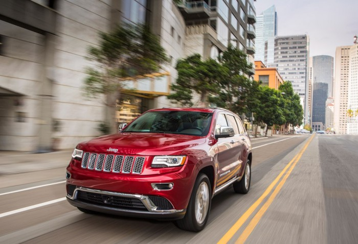 """The New England Motor Press Association has named the 2014 Grand Cherokee EcoDiesel its 2014 """"Official WInter Vehicle of New England""""."""