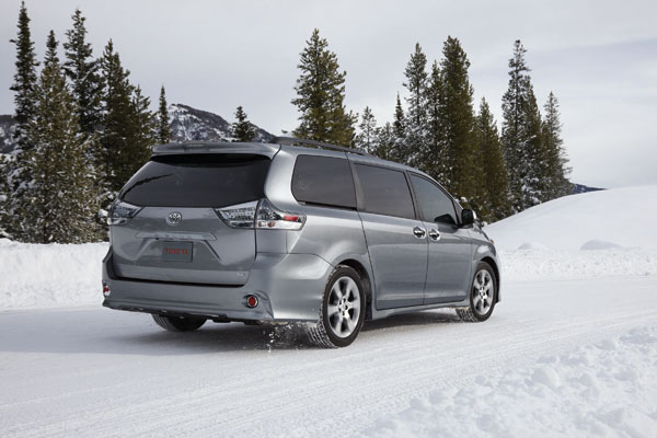 Toyota recalls Sienna minivan