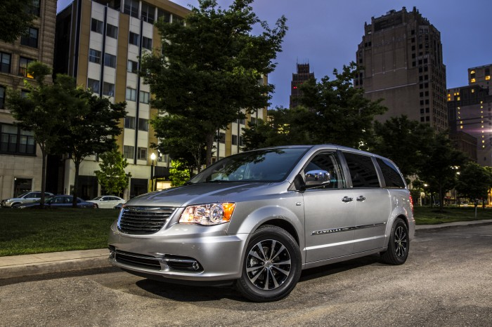 Fiat Chrysler Nabs Handful of 2014 IHS Automotive Loyalty Awards | 2014 Chrysler Town & Country