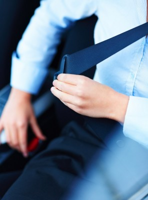 why your seat belt locks up when leaning forward