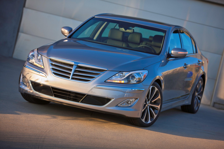 2013 Hyundai Genesis Overview