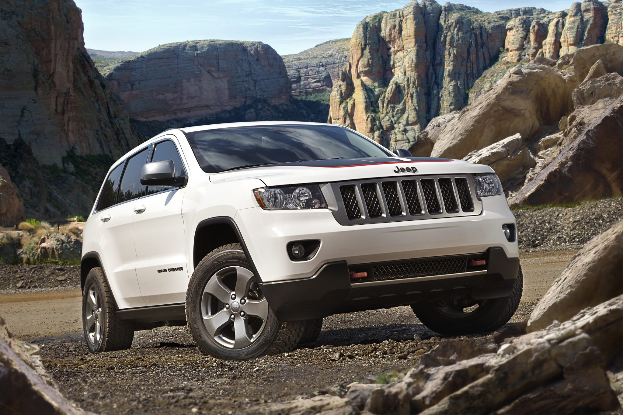 2013 jeep grand cherokee overview the news wheel. Black Bedroom Furniture Sets. Home Design Ideas