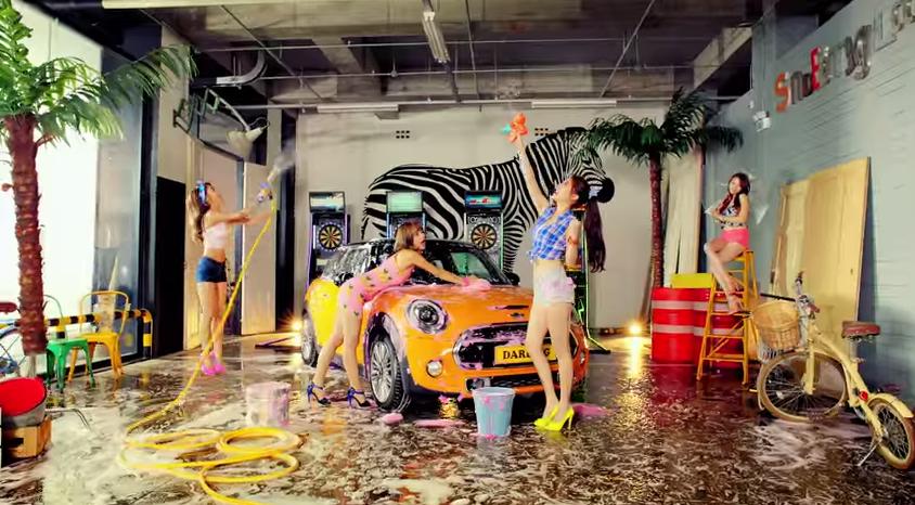 MINI Cooper pop video