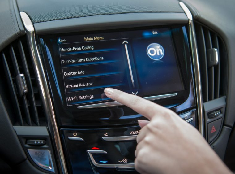 2015-Cadillac-ATScoupe-on-star-hand-interior-touch