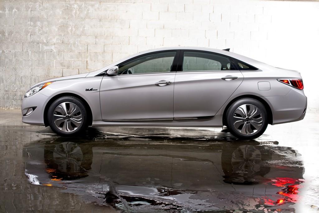 Hyundai Prius-Like Hybrid 2015 Hyundai Sonata Hybrid Side View Exterior White