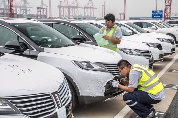 First Lincolns Dock in China