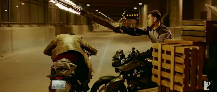 Dhoom:3 Bollywood action movie BMW motorcycle stunts motorcycles 1