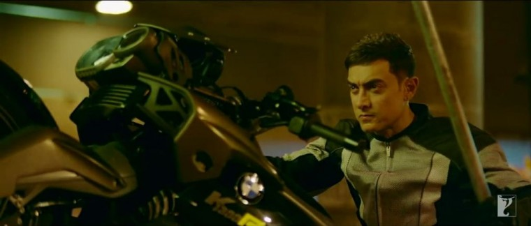 Dhoom:3 Bollywood action movie BMW motorcycle stunts motorcycles 4