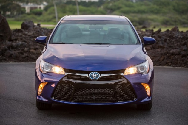 2015 Toyota Camry Hybrid Overview