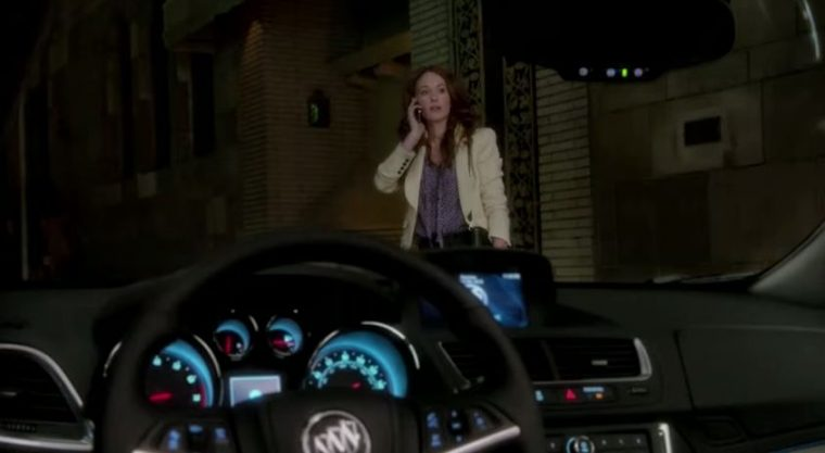 """Confused woman can't find the Buick in the """"That's Not a Buick!"""" ad"""