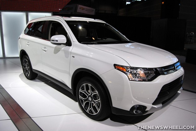 2015 Mitsubishi Outlander Earns Spot on KBB's 10 Most Affordable 3-Row Vehicles List