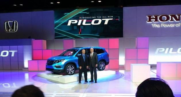 2016 Honda Pilot SUV Debut at Chicago Auto Show 3