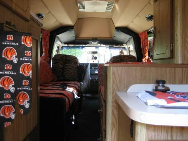 Cincinnati Bengals van/Whodey Hotel