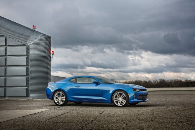 2016 Chevy Camaro RS debuts in Detroit