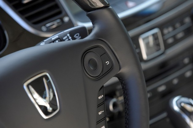 2015 Hyundai Equus overview steering wheel console