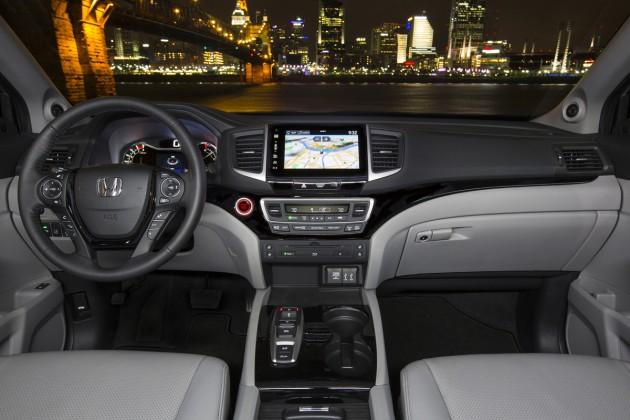 The interior of the 2016 Honda Pilot Elite