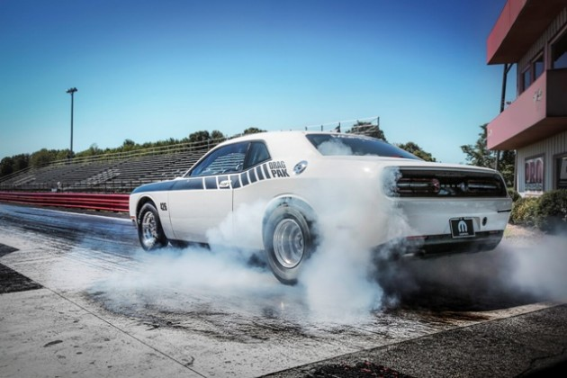 2015 Mopar Dodge Challenger Drag Pak burnout 2