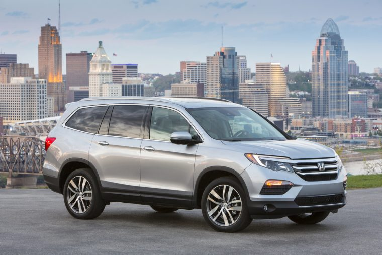 Honda Civic Pilot >> 2016 Honda Civic And Pilot Win Hispanic Motor Press Awards The