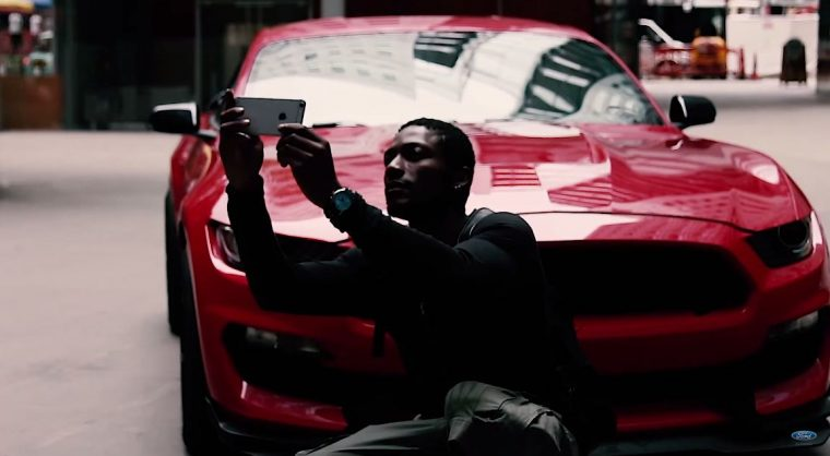 Ford Mustang Shelby GT350 Selfie