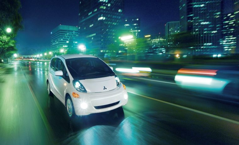 Mitsubishi i-MiEV night driving