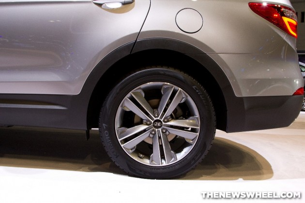 2015 Hyundai Santa Fe at Chicago Auto Show wheel