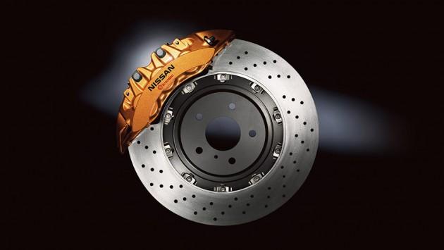 2016 Nissan GT-R brakes